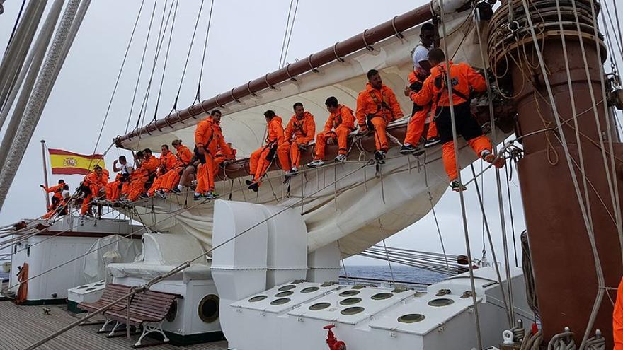 Marineros en el buque 'Juan Sebastian Elcano' durante su LXXXIX crucero de instrucción.