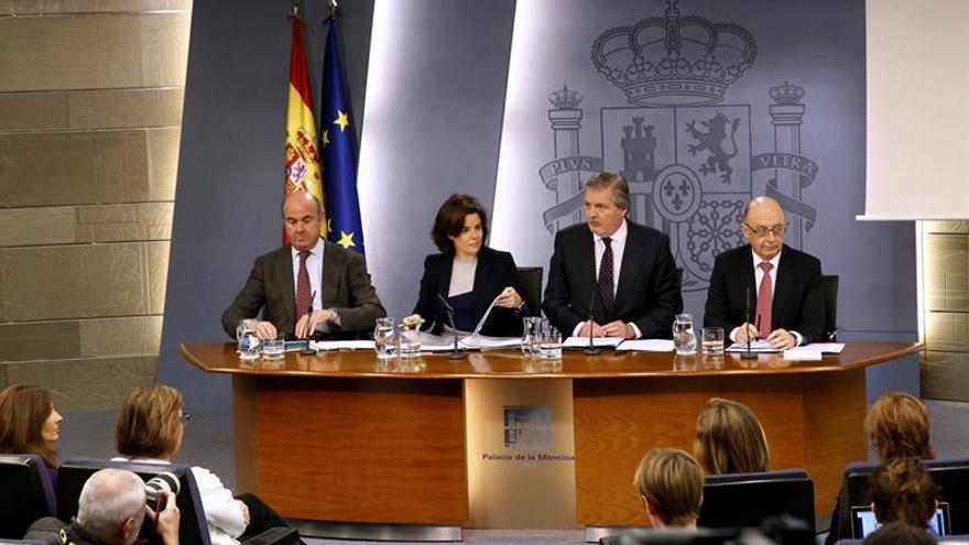 De forma inaudita, cuatro ministros atendieron a los periodistas.