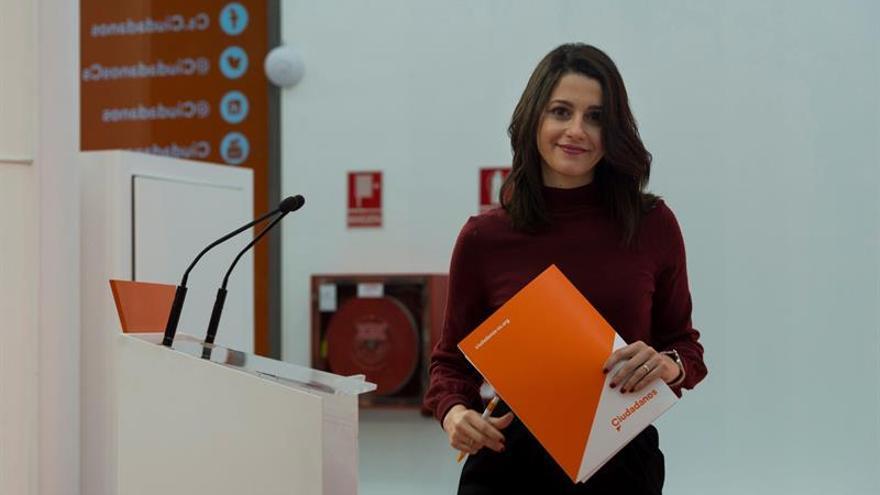 Arrimadas: Puigdemont puede ser investido en Eurodisney pero no es mundo real