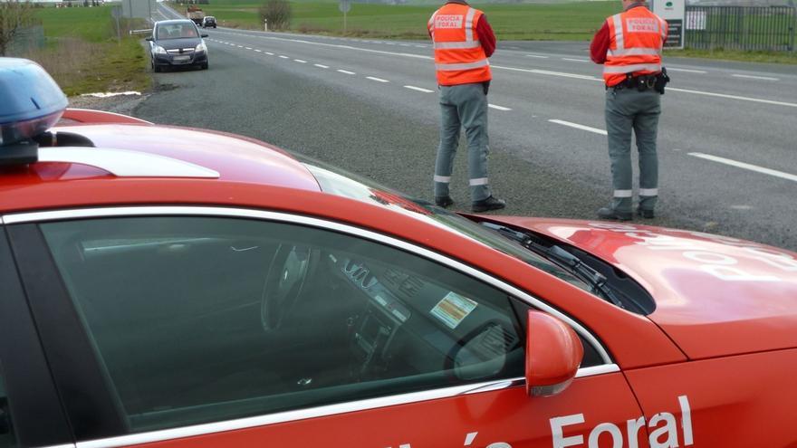 La Policía Foral incrementa su vigilancia en las carreteras ante el inicio de la primera operación salida de este verano