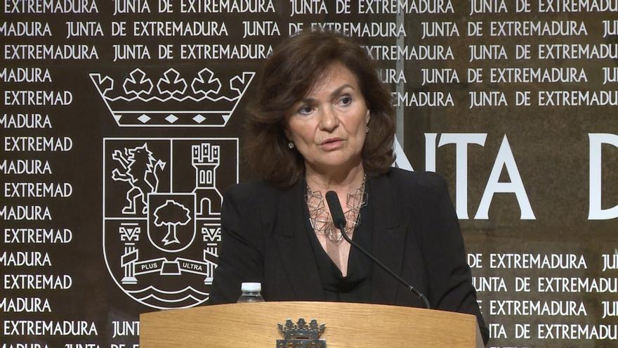 La vicepresidenta del Gobierno en una rueda de prensa en Mérida.