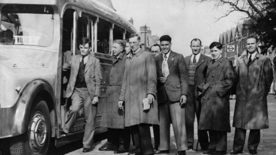 Alan Turing (en los escalones) con los otros miembros del Walton Athletic Club