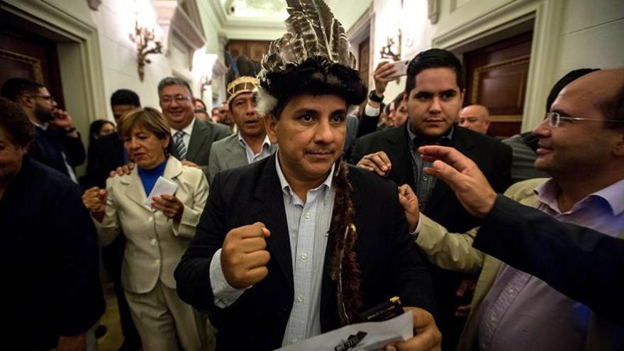 """El Supremo venezolano pide realizar """"retiro formal"""" de diputados de Amazonas"""