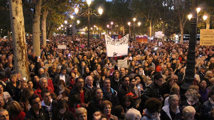30.000 personas se concentran en Granada contra la fusión hospitalaria
