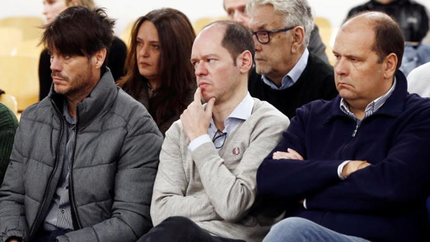 Los exdirectivos Antonio Maquírriain, Sancho Bandrés y Jesús María Peralta en una de las sesiones del juicio del Caso Osasuna