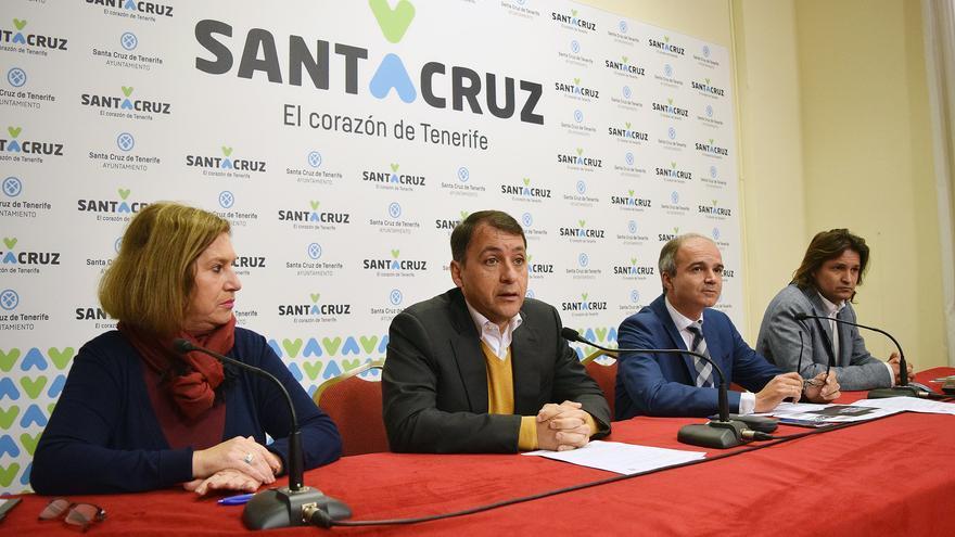 José Manuel Bermúdez, (a la izquierda), durante la presentación del Plan