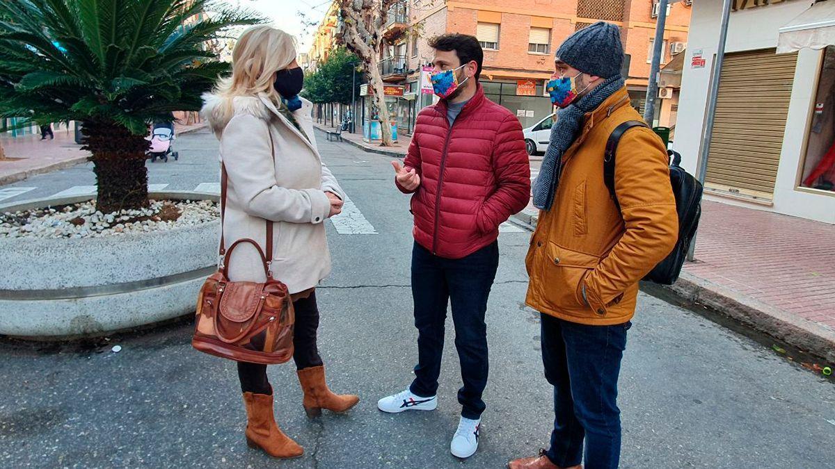 La portavoz de Podemos, Cristina Pedrajas, aborda las peatonalizaciones en Córdoba.