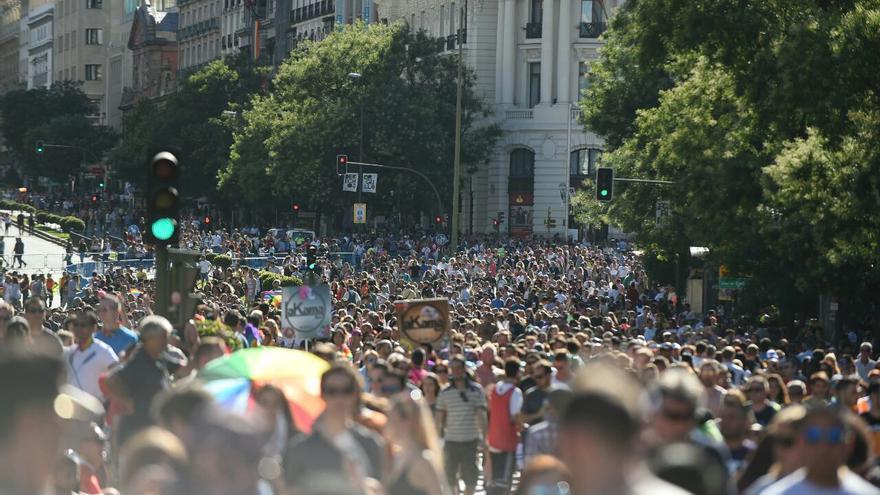 Miles de personas celebran el Orgullo en Madrid