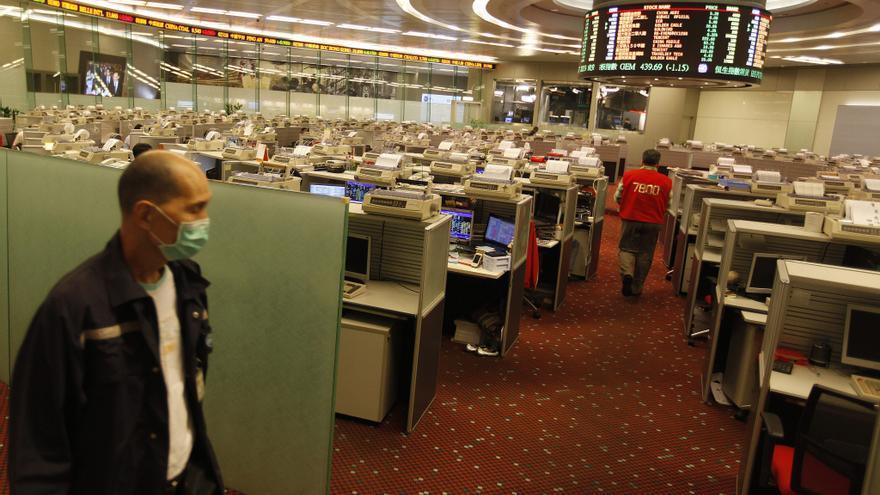 El índice Hang Seng sube el 0,84 % o 167,78 puntos a media sesión