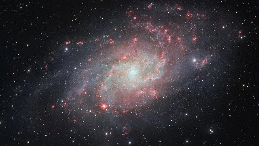 Una nueva galaxia de un tipo poco común localizada a 359 millones de años luz