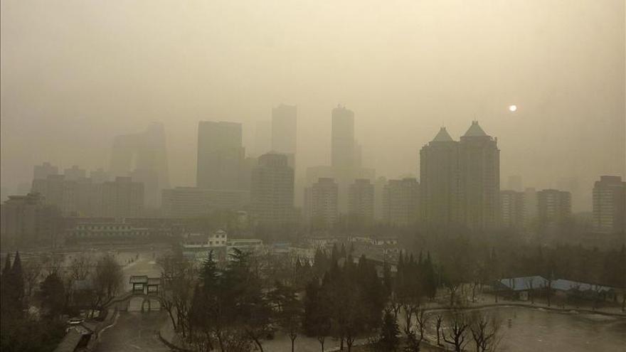La fuerte contaminación cancela vuelos en el aeropuerto de Pekín