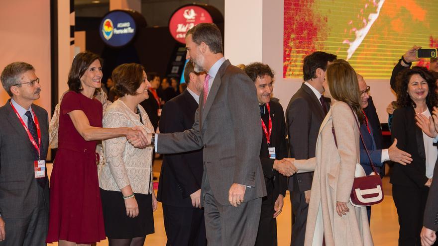 El Rey Felipe IV saluda a los representantes de Canarias en Fitur 2017 (NACHO GONZÁLEZ)