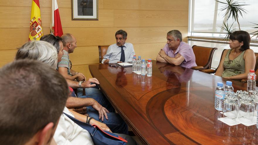 Reunión entre Miguel Ángel Revilla y el comite de empresa de Sniace.