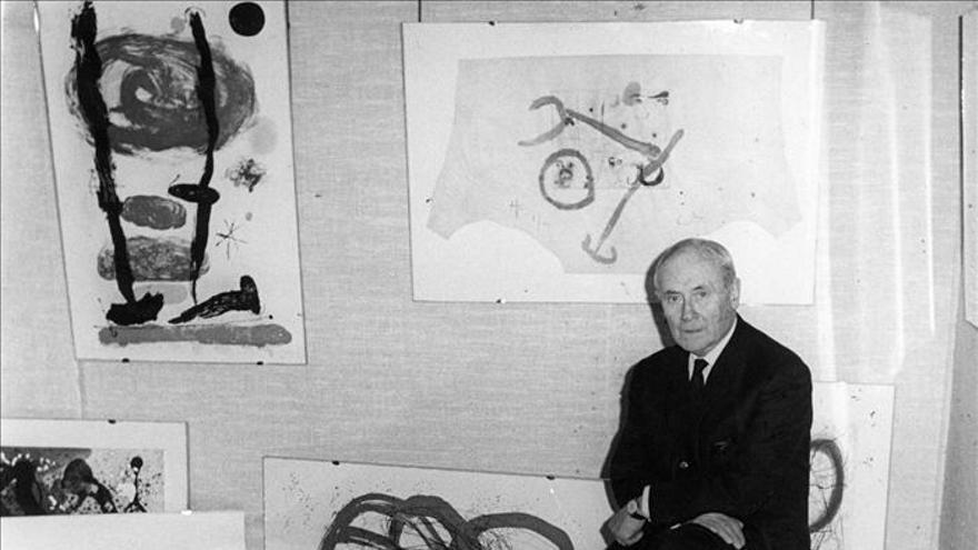 Detienen a un italiano acusado de ocultar 104 grabados de Miró robados