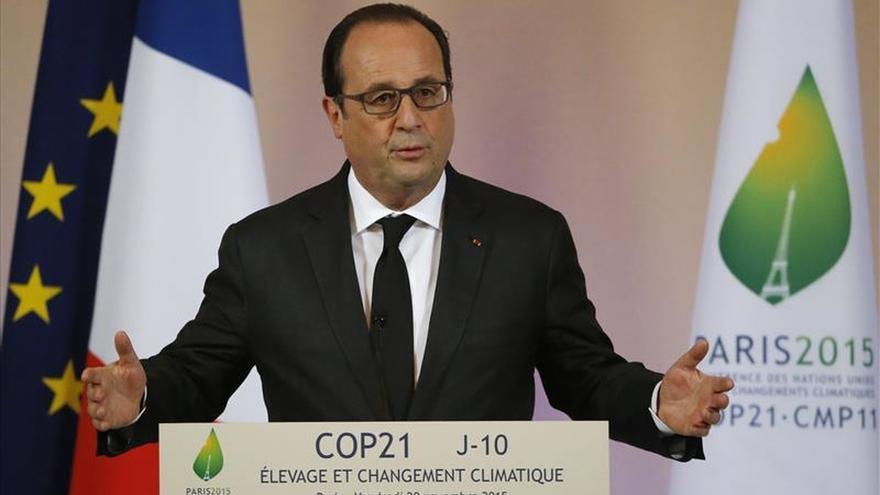 La popularidad de Hollande sube ocho puntos tras los atentados de París