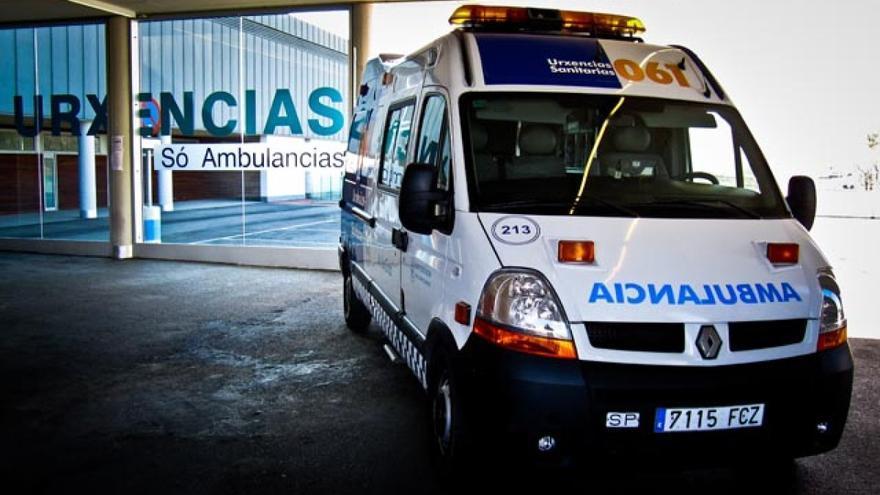 Una ambulancia del 061 en un hospital gallego