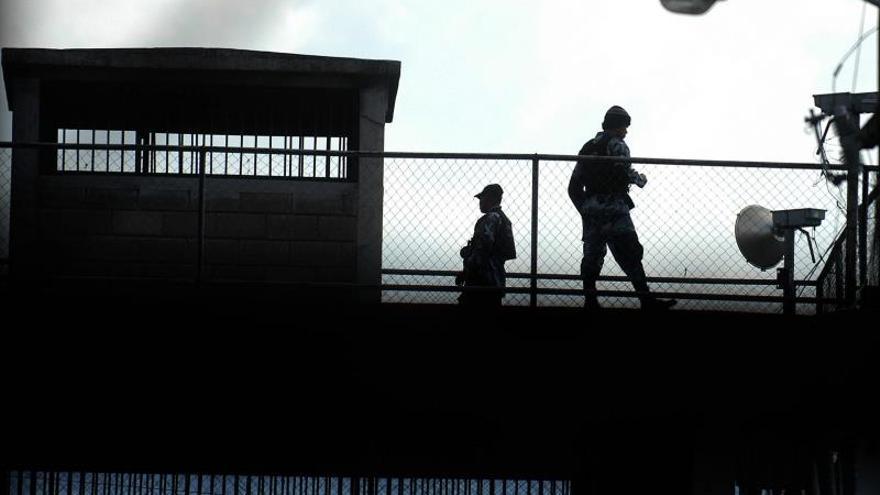 Autoridades de Honduras trasladan a 12 reos a cárcel de alta seguridad