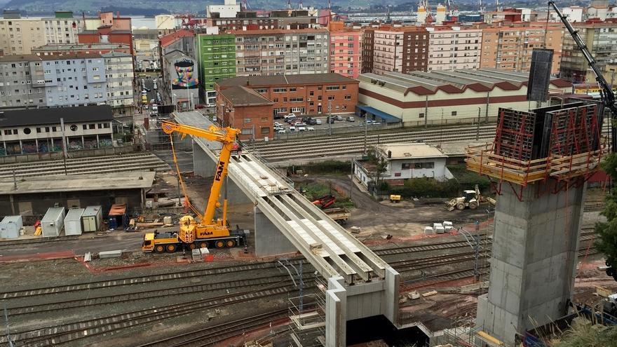 Ganemos Santander denuncia al alcalde por la inauguración de la pasarela de la calle Alta-Castilla