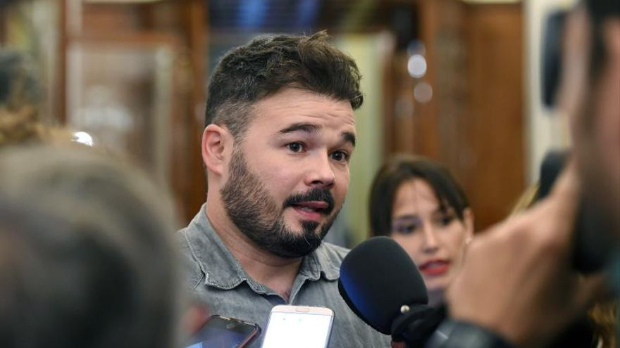 Rufián cree que a los jueces solo les falta el logo del PP o PSOE en la toga