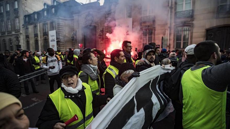 El Gobierno francés aumenta a 409 los heridos por protestas del carburante
