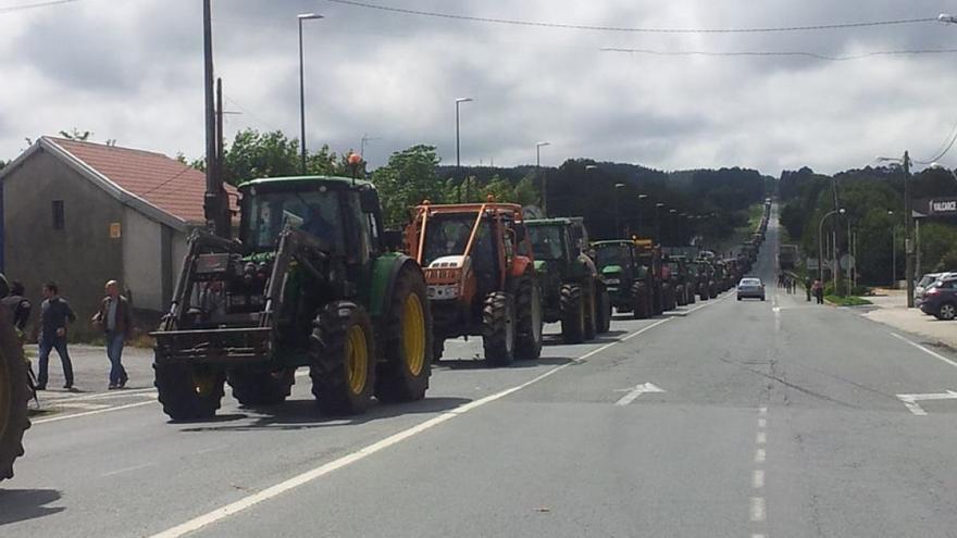 La tractorada, camino de Teixeiro / Revista AFRIGA