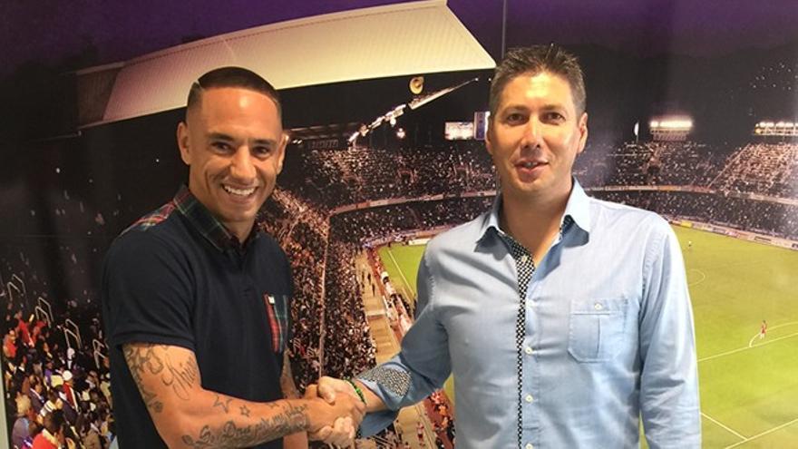Suso Santana tras renovar su contrato con el CD Tenerife