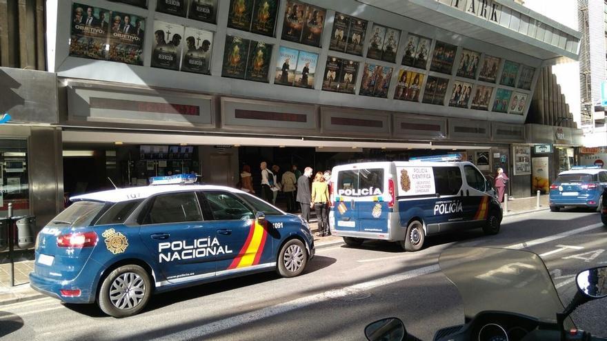 Efectivos de la Policía Nacional a las puertas del ABC Park