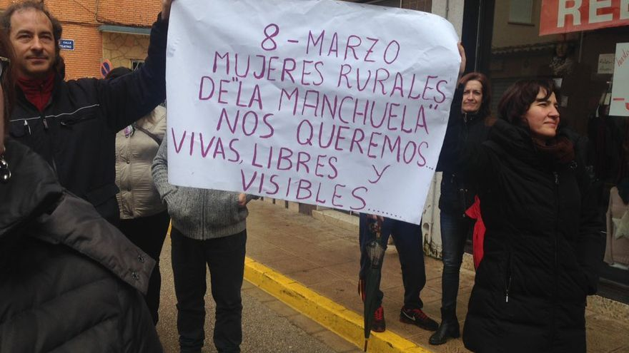 Manifestación de mujeres rurales de la Manchuel | Laevita en Twitter