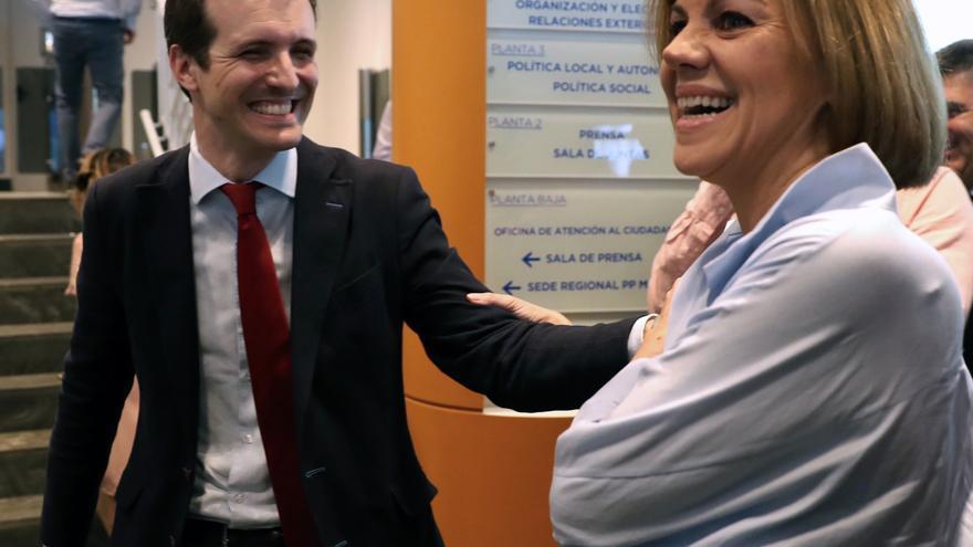 María Dolores de Cospedal y Pablo Casado, durante la presentación de avales en Génova. / Efe