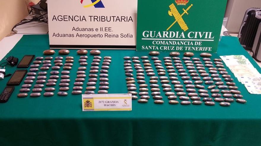'Bellotas' de hachís que los detenidos portaban introducidas en su cuerpo