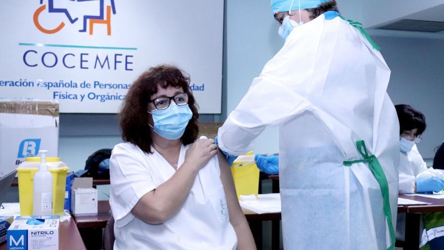 """Castilla-La Mancha Inclusiva pide que las personas con discapacidad no """"queden fuera"""" de los criterios prioritarios de vacunación"""