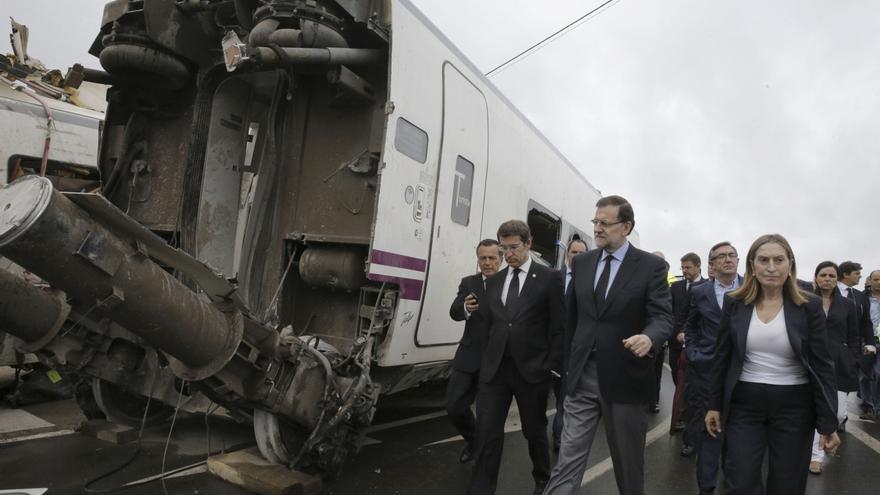 Cargos políticos en la zona del accidente, en julio de 2013