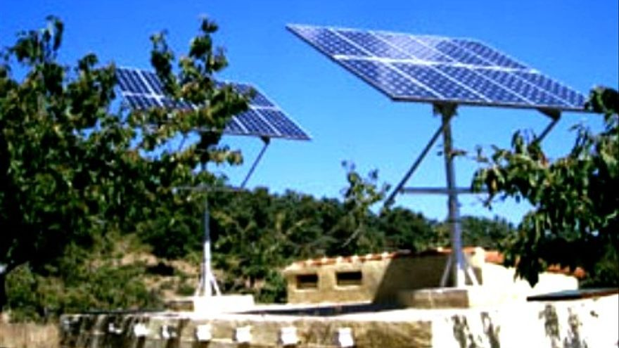 Placas fotovoltaicas de la finca