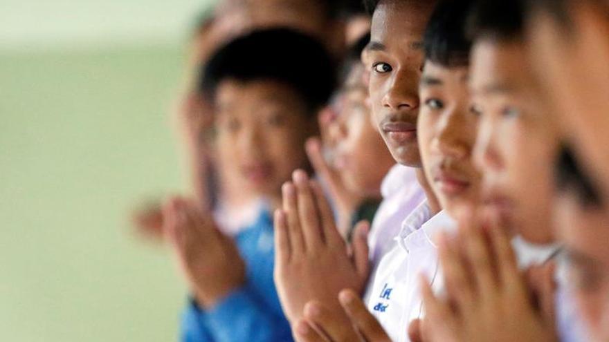 Los niños rescatados en Tailandia se reúnen con sus familiares