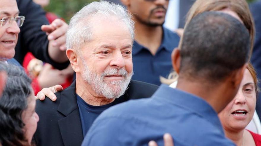 Lula da Silva a la salida de prisión.