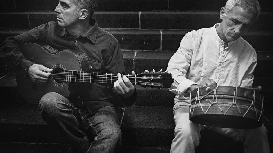 Andrés Molina y Rogelio Botanz, músicos de Taller Canario, en una imagen promocional