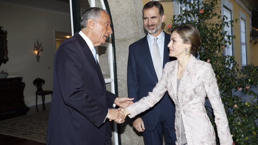 """El Rey subraya las relaciones """"sin parangón"""" entre España y Portugal y llama a mirar justos al futuro con optimismo"""