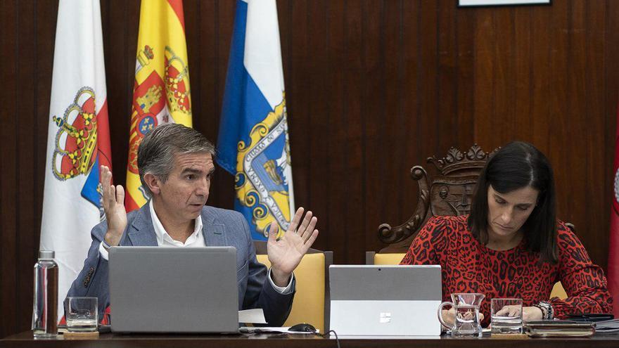 César Díaz, concejal del PP, en una intervención en el Pleno de Santander. | JOAQUÍN GÓMEZ SASTRE.
