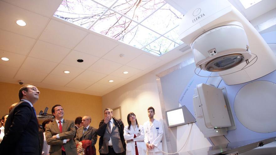 Lasquetty visita uno de los hospitales de gestión privada, el Rey Juan Carlos (Móstoles).