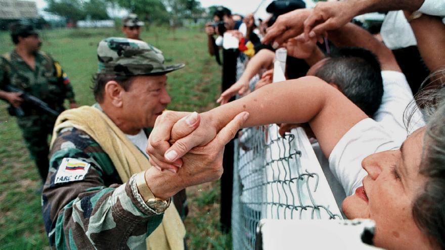 Fotografía de archivo de marzo de 2001 que muestra al líder histórico de las FARC, Manuel Marulanda Vélez, Tirofijo. /EFE