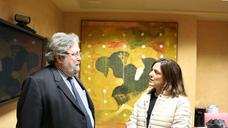 El 'ararteko', Manuel Lezertua, con la consejera Beatriz Artolazabal