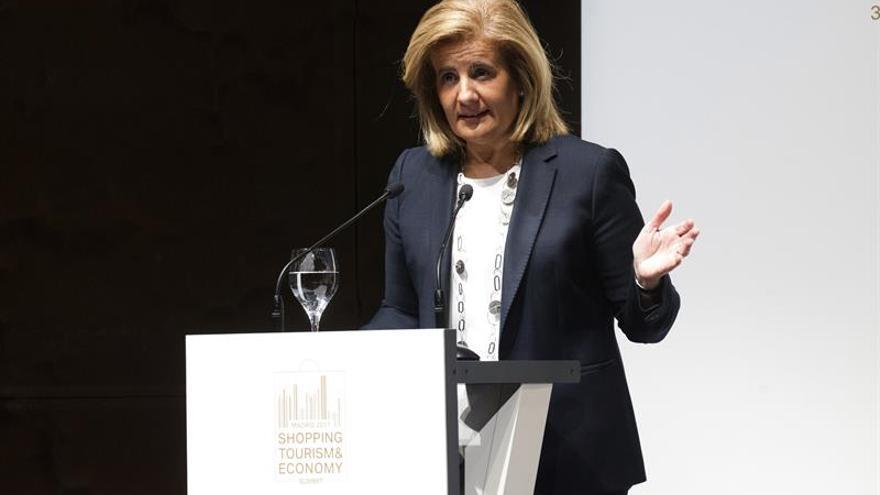 Báñez destaca el turismo como el motor de la recuperación económica en España