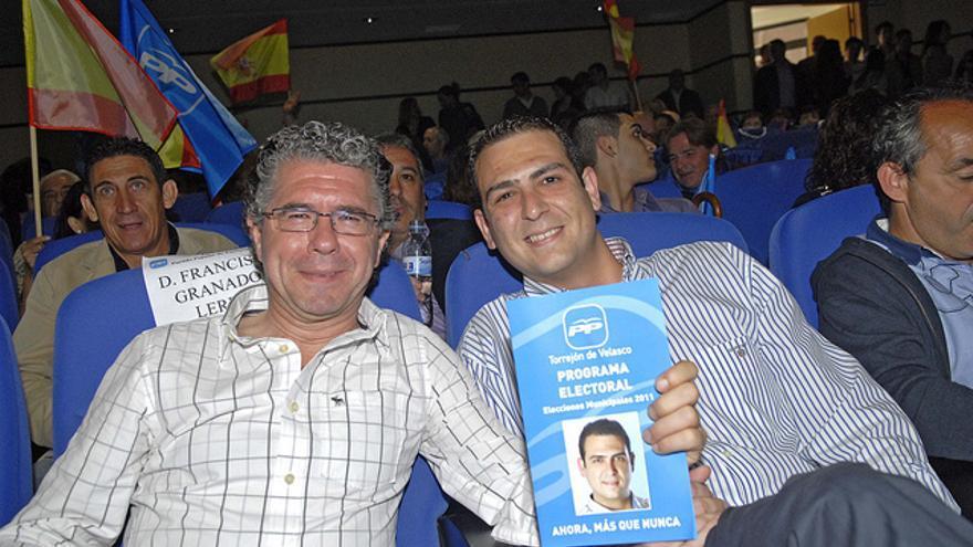 Francisco Granados y el alcalde de Torrejón de Velasco, Gonzalo Cubas. / Flickr de Francisco Granados