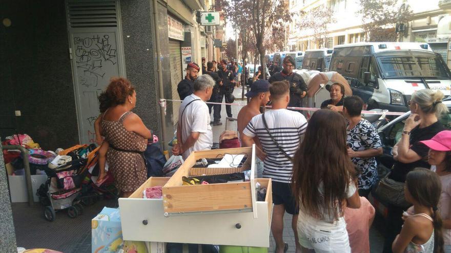 El desalojo del edificio de la calle Sugranyes, 9 se ha producido con un fuerte dispositivo policial
