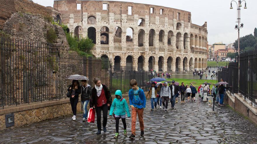 Arcadas del Coliseo romano desde la Vía Sacra, a las puertas del Foro.