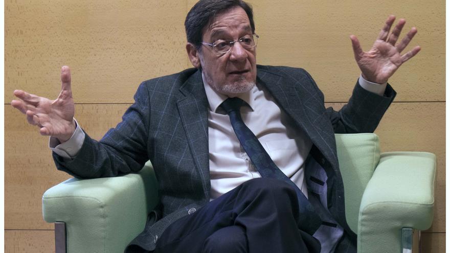 El magistrado Juan Luis Ibarra, en un momento de la entrevista.