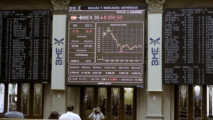 La bolsa española abre la sesión con pérdidas y el IBEX cede el 0,98 por ciento