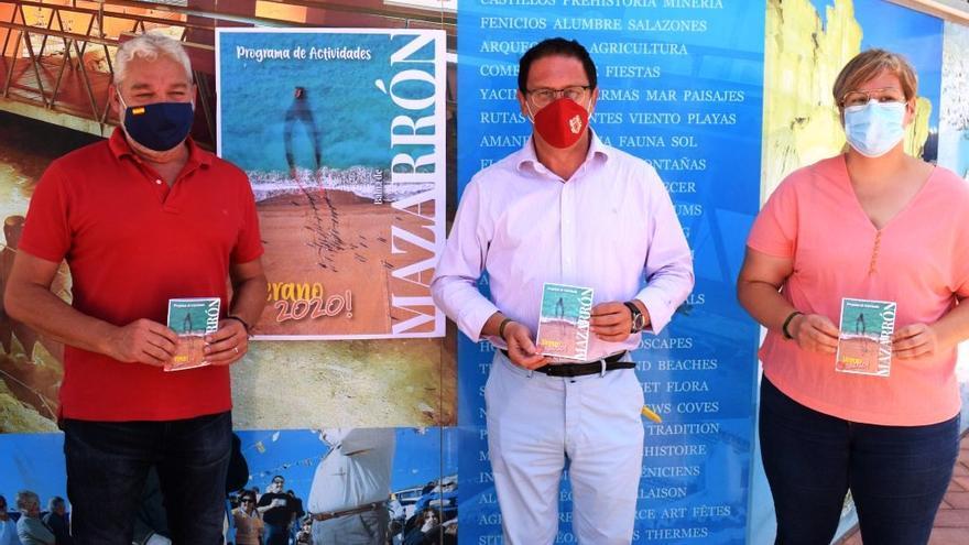 El alcalde, Gaspar Miras, el teniente de alcalde de Cultura, Ginés Campillo, y la concejala de Turismo, Raquel Raja