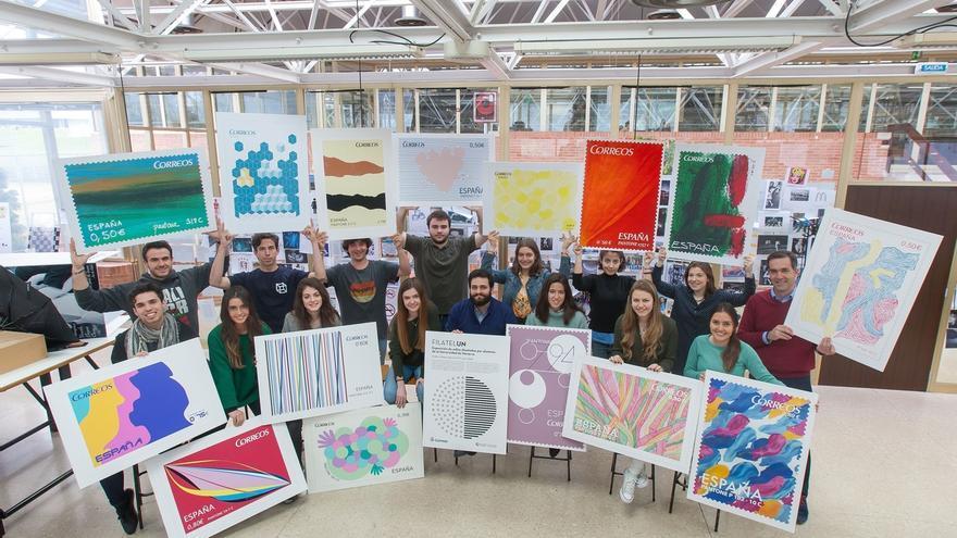 Alumnos de Diseño de la Universidad de Navarra exponen una colección de sellos en distintas sedes de Correos