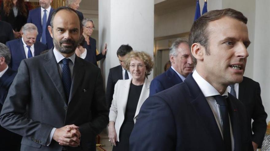 El Gobierno de Macron echa a andar mirando a Europa y buscando cohesión